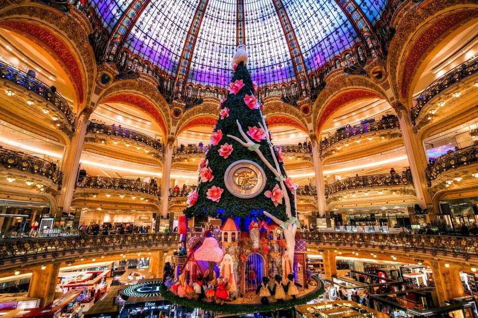 Mùa đông là thời điểm cực kỳ thú vị để ghé thăm và ngắm nhìn Paris lộng lẫy