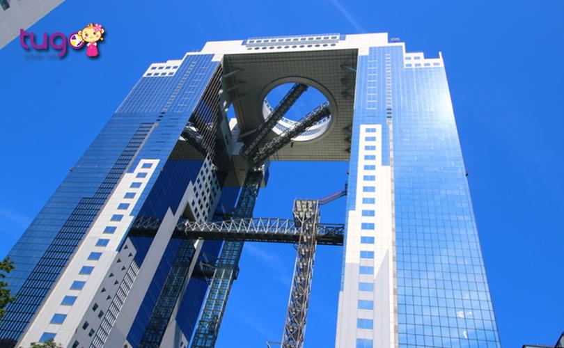 umeda-sky-building-la-diem-den-hap-dan-duoc-nhieu-du-khach-lua-chon-khi-den-osaka