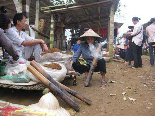 ve-dat-quang-xu-thanh-noi-phu-nu-khong-hut-thuoc-lao-khong-lay-duoc-chong-16672